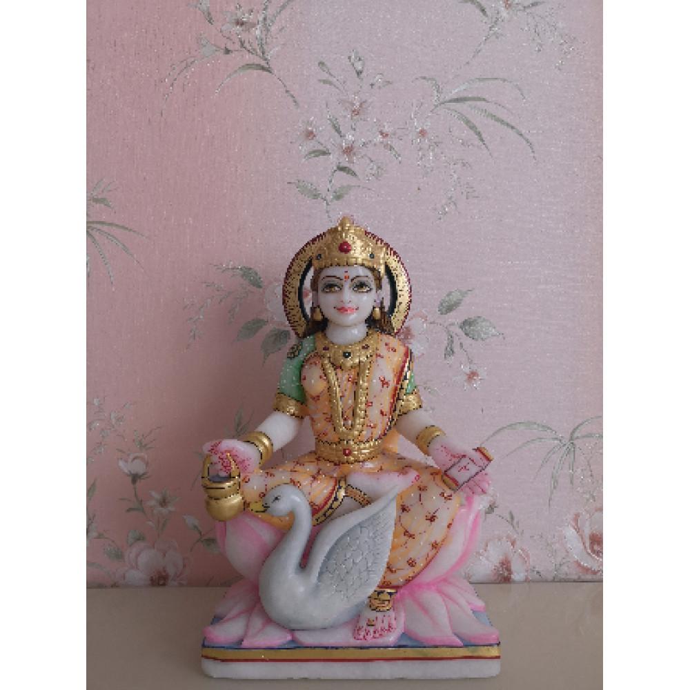 Гаятри Деви статуя